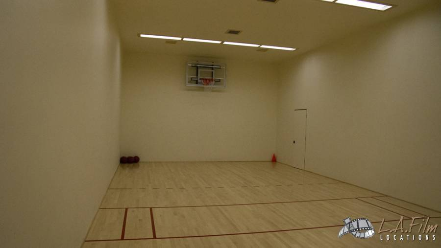 basement_basketballcourt_0005